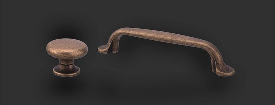 Handtag och Knoppar i Klassisk Design